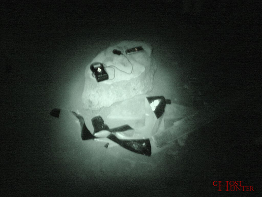 Unsere zweite ESP-Sitzung im Keller. Hier legten wir wieder unser Cellsensor-Messgerät und ein extra Diktiergerät ab. Weiter hinten in einer Ecke stand noch eine Action-Cam. #Ghosthunters #paranormal #ghosts #geist