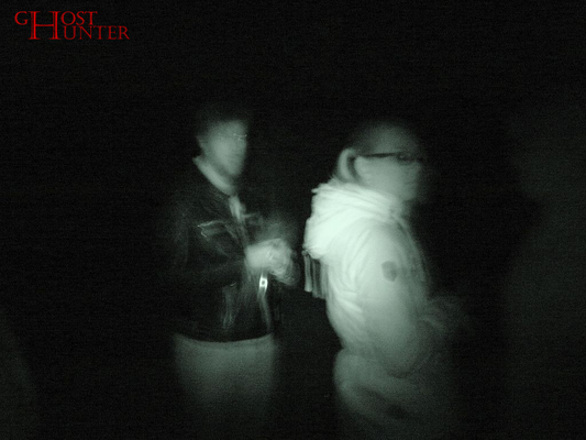 Ein weiteres Foto, das vielleicht fehlinterpretiert werden könnte. Der merkwürdige Schatten am rechten Bildrand ist PU-Gast Patrick, der sich in diesem Moment schnell bewegt hatte. #ghosthunters #ghosts #paranormal #geister