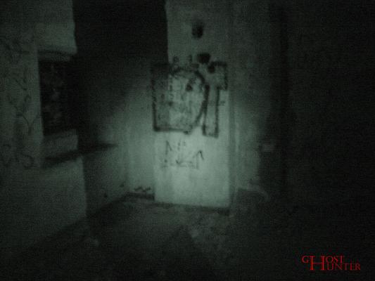 Dieser Schatten an der Wand konnte noch während der PU aufgeklärt werden. Es handelte sich dabei um den Schatten von Nicole.  #Ghosthunters #paranormal #ghosts #geist