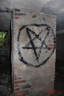 Schmierereien in einem der Kellerräume. #Ghosthunters #paranormal #ghosts #geister