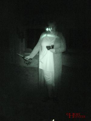 PU-Gast Nicole bei der Temperaturüberwachung während der ESP-Sitzung. #Ghosthunters #paranormal #ghosts #geist