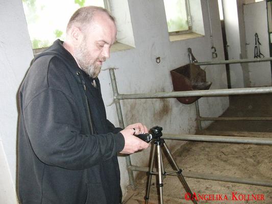 Sunny beim Aufbau des Equipments. #paranormal #ghosthunters #spuk