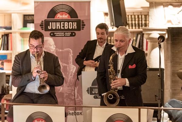 Alma Cilurzo Jazzsängerin mit Jazz Band Pocket Jukebox Lenk Jazztage Lenkerhof Peter Wespi Saxofon Gitarre Trompete