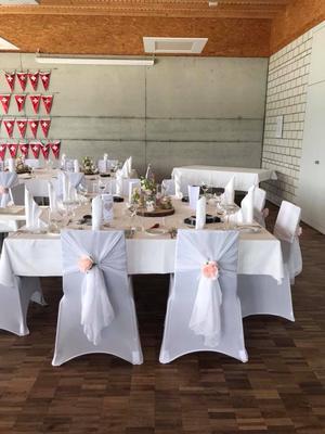 Alma Cilurzo Hochzeitssängerin Hochzeitslocation Hochzeitstipp Sempachersee Ruderclub Blumen Dekoration Tische