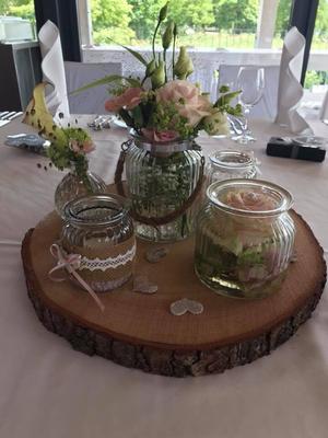 Alma Cilurzo Hochzeitssängerin Hochzeitslocation Hochzeitstipp Sempachersee Ruderclub Blumen Dekoration Holz