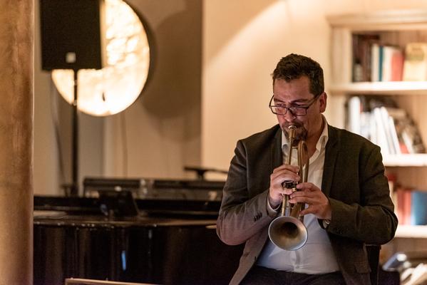 Alma Cilurzo Jazzsängerin mit Jazz Band Pocket Jukebox Lenk Jazztage Lenkerhof Peter Wespi Trompete Andreas Beer