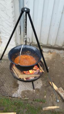 Chilli con Carne aus dem Kessel.