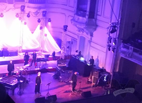 Duett von Alexander Veljanov (Deine Lakaien) und Sabine Lutzenberger (Helium Vola) in Hamburg, 15. April 2017 / Foto: Batty Blue