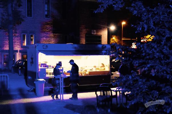 """Der Wagen von """"Café Gaumenschmaus"""" vor dem Wasserturm, Dark Tower Party vol. 6 / Foto: Dunkelklaus"""
