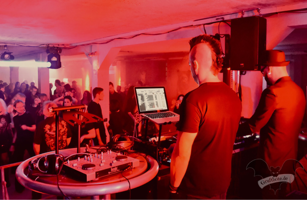 DJ Faderhead und DJ Dero (Oomph!), Dark Tower Party 7 / Foto: Dunkelklaus