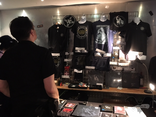 Der Merchandise-Stand des The Mission Konzerts in Hannover, 03. Juni 2017 / Foto: Batty Blue