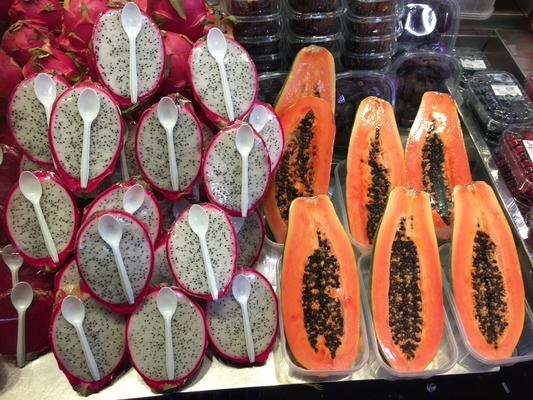 Drachenfrucht (?) und Papaya