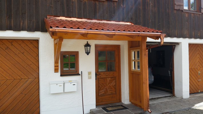 Vordach mit Windschutz