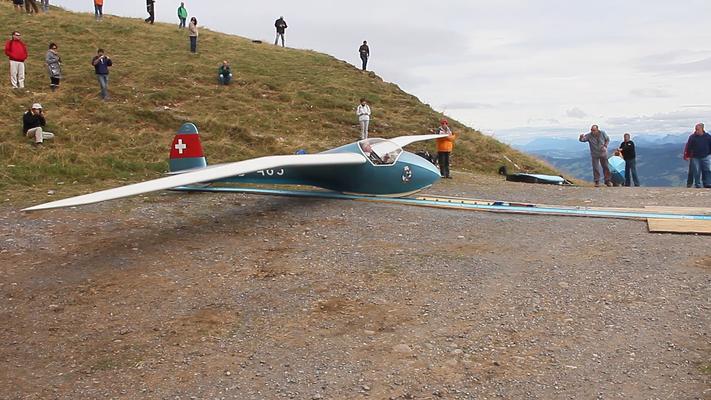 Dieses Segelflugzeug ist bereit zum Starten.