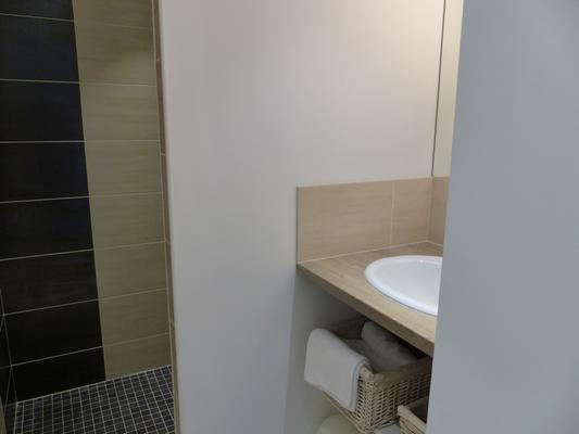 Salle d'eau avec sa douche  à l'Italienne