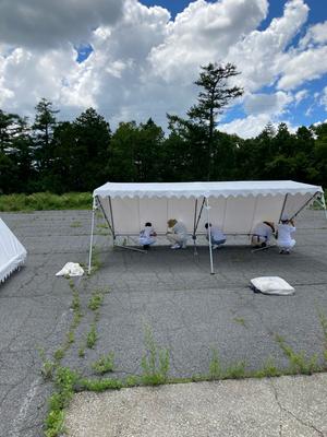 がんばってテント張りをして頂きました