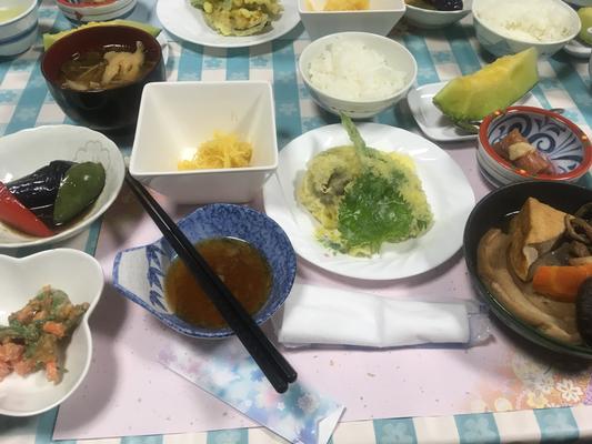上村屋旅館の夕食 野菜が豊富で美味です