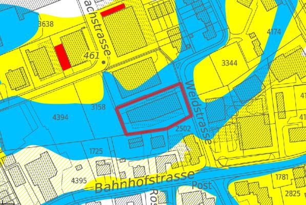 Auszug aus der Karten Naturgefahren. Die Parzelle weist eine mittlere Gefährdung (blau) auf.