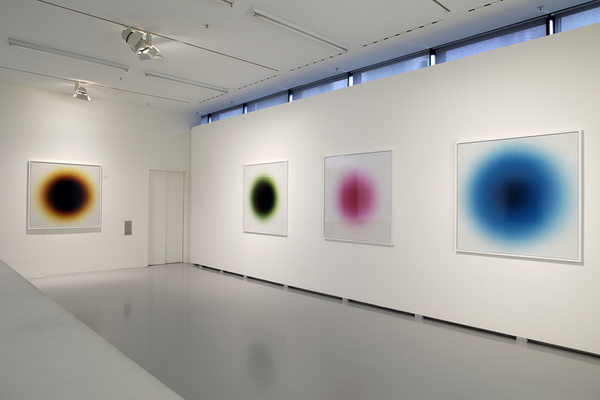 """Ausstellungsansicht  """"Zurück in die Zukunft der Fotografie"""", 2016.   Art Foyer der DZ Bank Kunstsammlung"""
