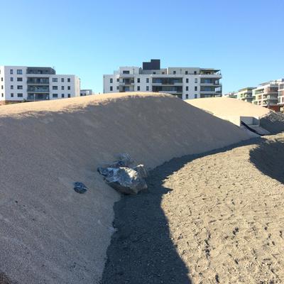 à l'ombre de la dune en descendant vers le fond du bassin