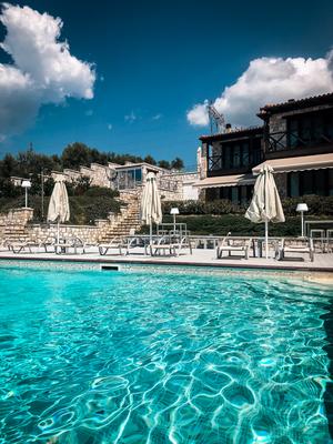 Karavia Lux Inn, Afissos