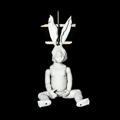 ALJA NEUNER, Der Wundersame, 2018, Limoges Porzellan, 40x40x80cm