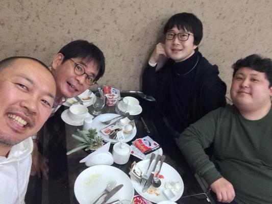 朝食の時間の男性陣