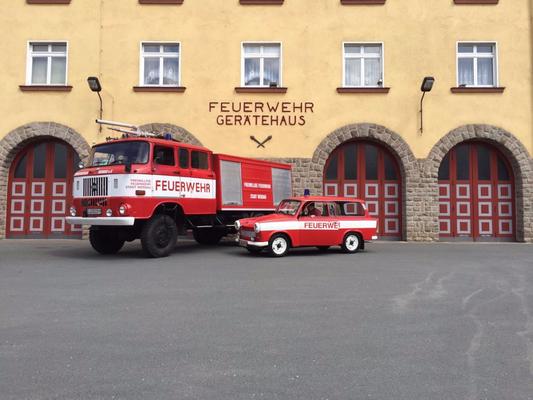W50 TLF und Trabant KdoW vor unserem Gerätehaus in Werdau