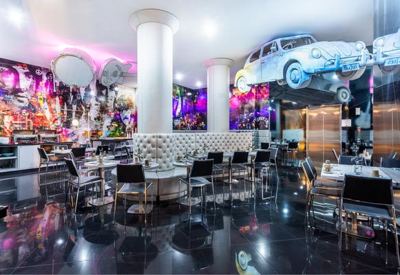 "Bar Restaurante Imagine Bogotá, Colombia. Mural ""Beatles"" / Arte Digital, Ilusión Óptica / 9 x 3.5 metros."