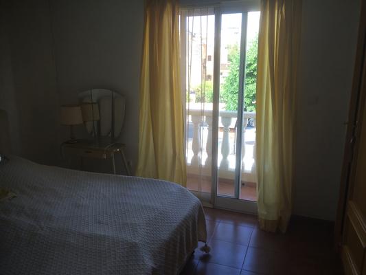 slaapkamer voorzijde met balkon-dormitorio frente con balcon-bedroom frontside with balcony