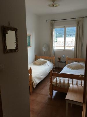 slaapkamer achterzijde-dormetorio trassero-bedroom behind