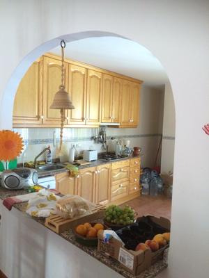 Keuken vanaf woonkamer- la concina desde el salon-comedor- kitchenview from livingroom