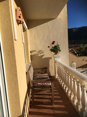 balcon achter bergzicht-balcon detras vista motanas-balcony behind with mountain view