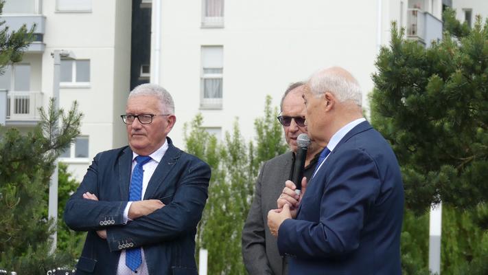 Gérard Lahellec, René Bernard et Claude Renoult  inaugurent la nouvelle identité du réseau.