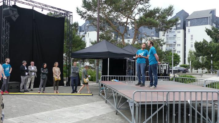 La troupe de théâtre Impro Infini introduit la cérémonie.
