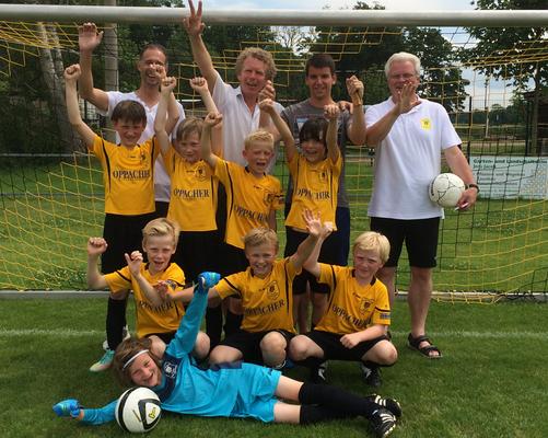 Fußball-die erfolgreiche F1 Jugendmannschaft 2015