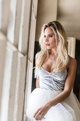 Fotograf: Sacha Ruede ; Model: Vanessa Birebäumli