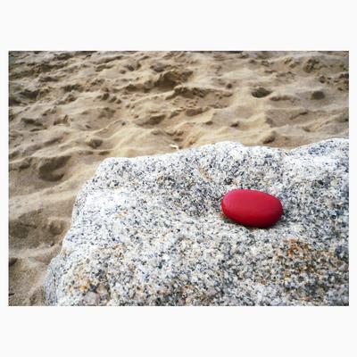 Fotoserie für Flyer und Webauftritt | Tools: Kieselstein, Acrylfarbe, Pinsel, Kamera