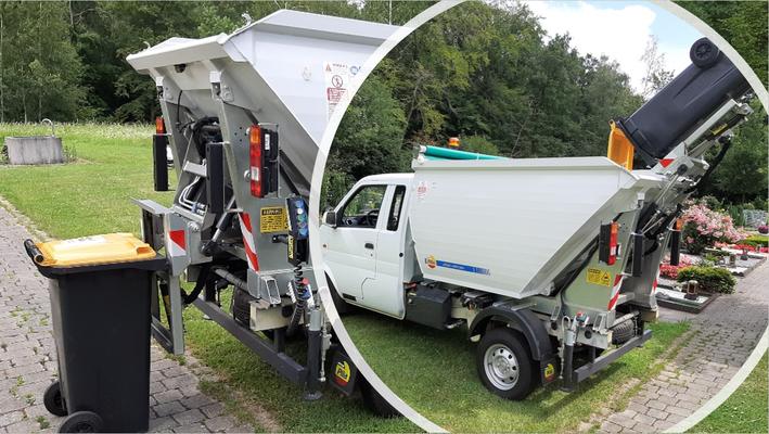 Kleines Elektronutzfahrzeug für Müllabfuhr im Park