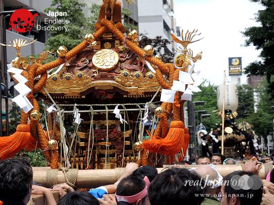 「魚河岸神輿會」2016年 横浜開港祭 みこしコラボレーション_YH16_010