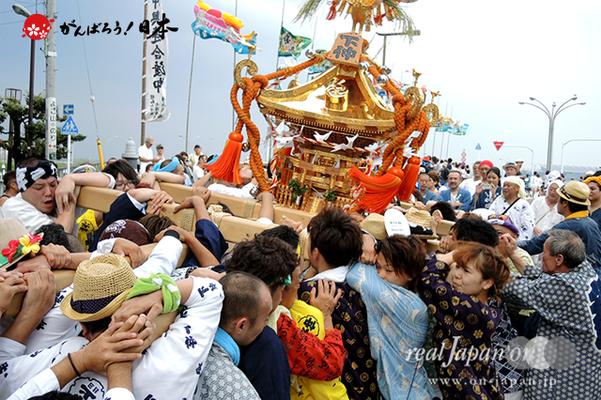 〈2014年 羽田まつり・各町神輿連合渡御〉下仲 町会