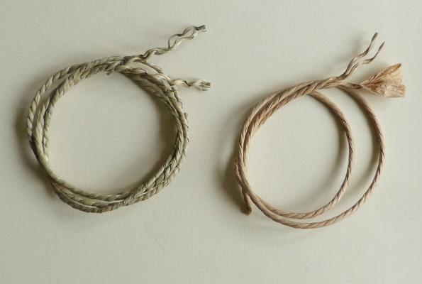 Corde végétale en jonc de mer et corde danoise en papier / Seagrass cord and danish paper cord.
