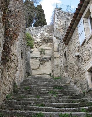 La montée des escaliers vers l'Eglise Haute