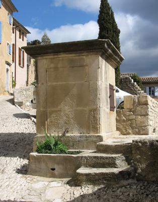Pompe et fontaine rue Droite