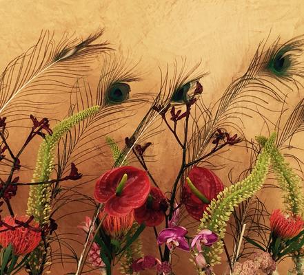Künstlerische Blumenarrangements