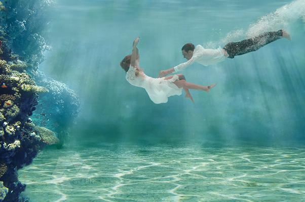 Unterwasserfoto Brautpaar UW-Hochzeit Composing