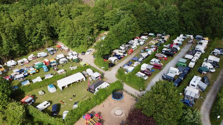 Tolles Luftbild vom Campingplatz/Bullitreffen (Quelle: Thomas Müller)