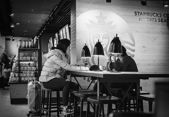 Starbucks Coffee, Düsseldorf Flughafen, Nikon F80