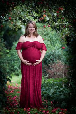 Babybauchbild rotes Kleid