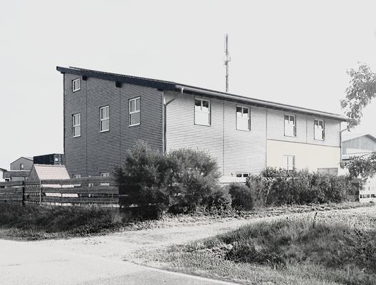 Büro - u. Lagergebäude in Oberiflingen